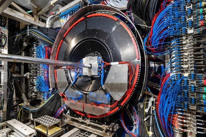 Detektor FIT w tunelu LHC